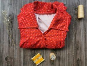 Robe rouge fleurie mémé